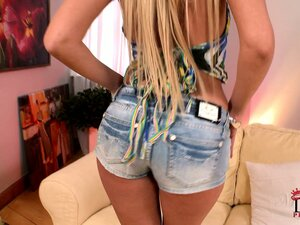 hot women in shorts from YepTube